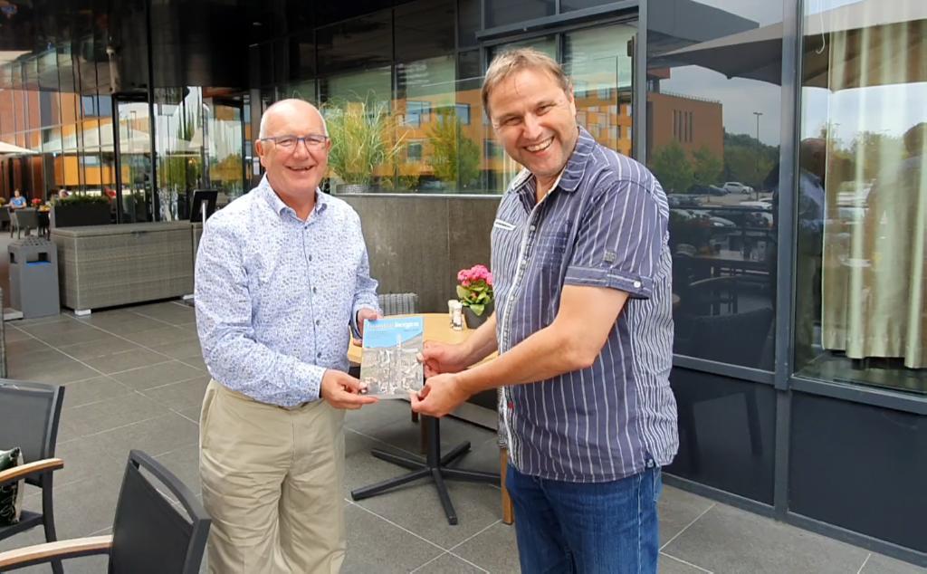 Ambassadeur Pete Hoekstra haalt Gouden Bergen op in Almere